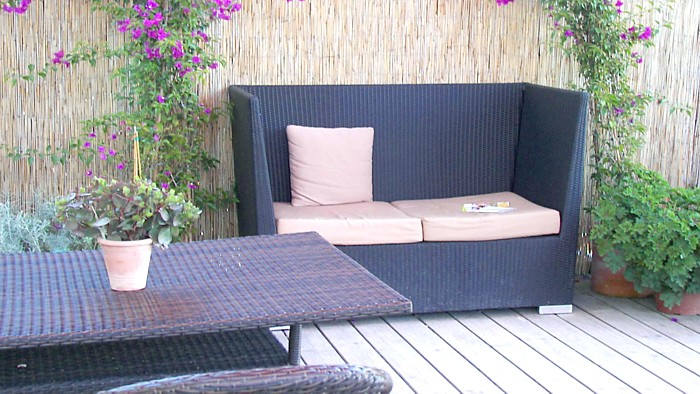 polyrattan auf dem balkon m bel und sichtschutz. Black Bedroom Furniture Sets. Home Design Ideas