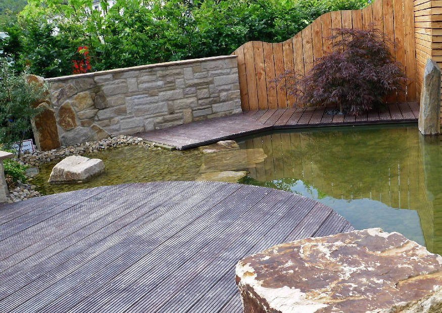 Gartenteich anlegen und gestalten k nstlichen teich bauen for Gartengestaltung teich