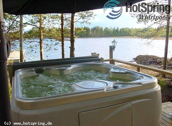 outdoor whirlpool vielleicht praktischer als ein schwimmbecken. Black Bedroom Furniture Sets. Home Design Ideas